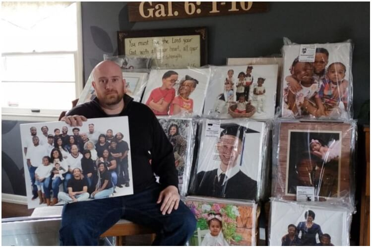 Man Reuniting Families With Lost Photos