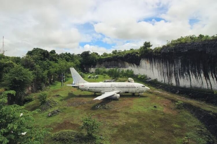Abandoned Planes