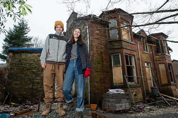 Young Couple Restores Mansion Bought By Mistake