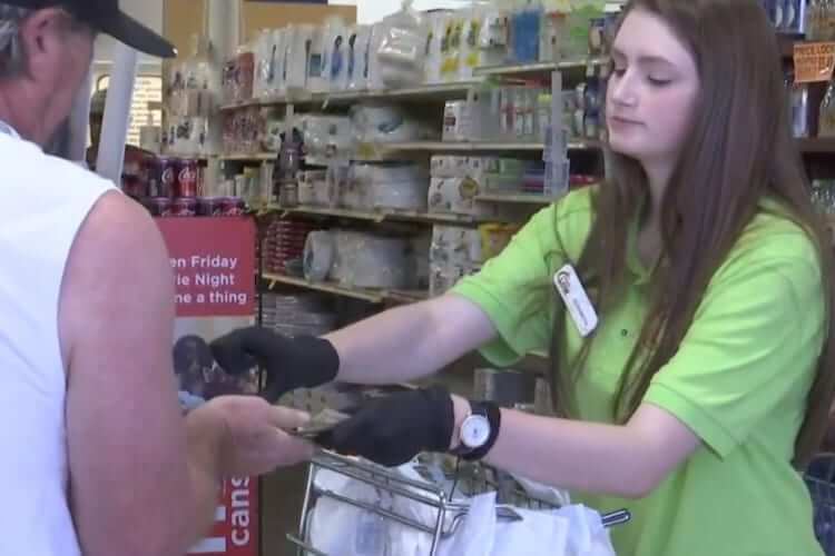 Teen Pays For Senior Grocery Bill During Coronavirus
